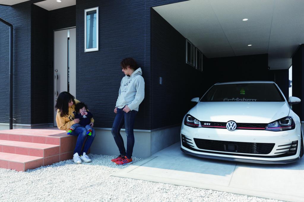 車好きなご夫婦が猫と暮らす、夢のガレージ付デザイナーズハウス