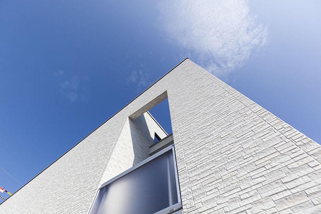 空と繋がる大空間リビング 著名建築家による平屋の家
